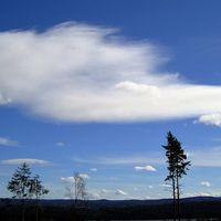 Blå himmel och roliga moln har vi norr om Sunne idag 22/3. Lite blåsigt och 7-8 grader varmt.