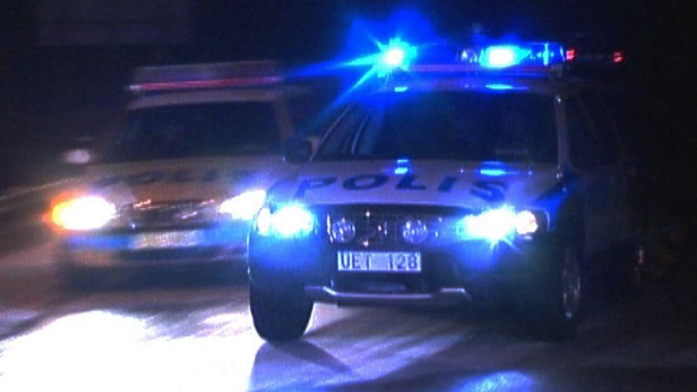 Två polisbilar framifrån