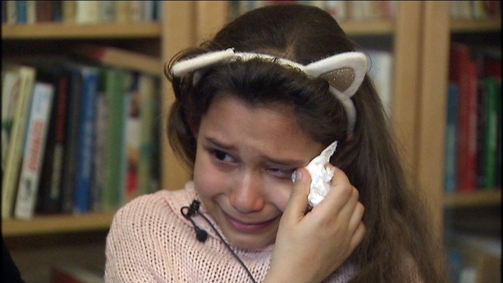 Åttaåriga Miral som gråter