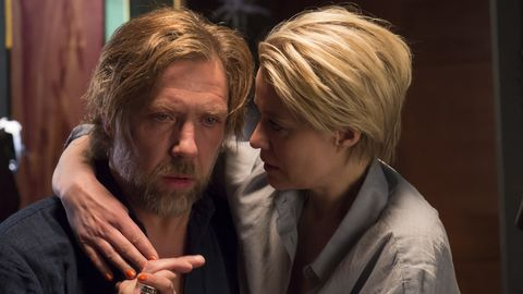 Thomas (Mikael Persbrandt) och Molly (Trine Dyrholm).