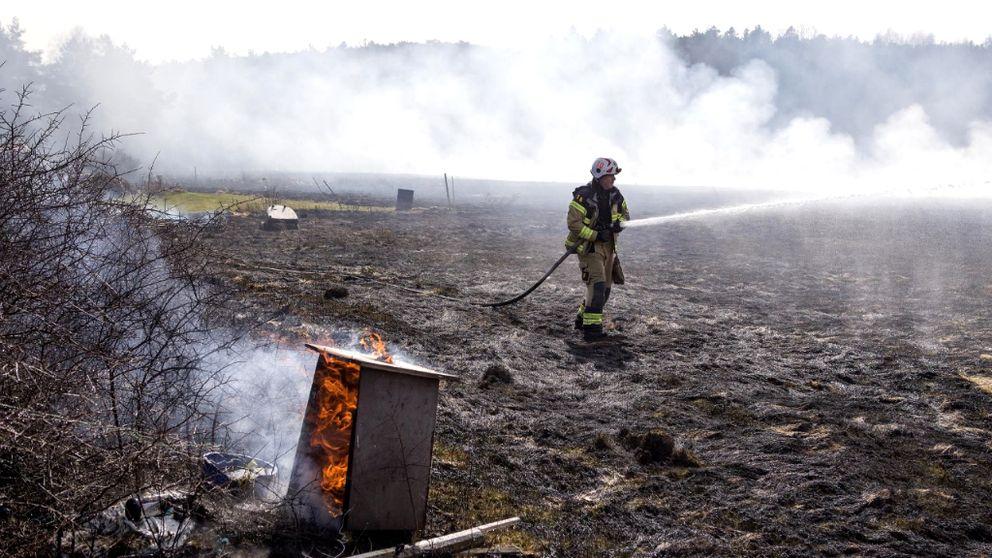 En större gräsbrand rasade i Lycke nära Marstrand.