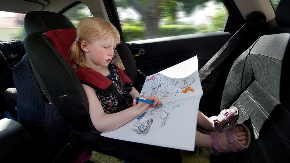 Aktiviteter för barn under långa bilresor bilbarnstol