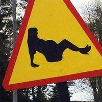 Trafikskylt med gravid kvinna.