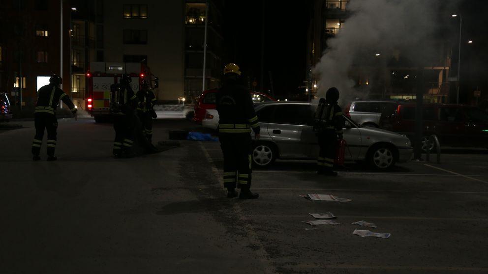 Natten till tisdagen skedde stenkastning i samband med en bildbrand i Gottsunda centrum.