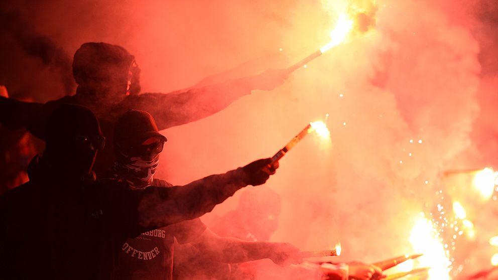 MALMÖ 2016-09-25 Bengaler under söndagens allsvenska fotbollsmatch mellan Malmö FF och Helsingborgs IF på Swedbank Stadion i Malmö. Foto Emil Langvad / TT / kod 9290