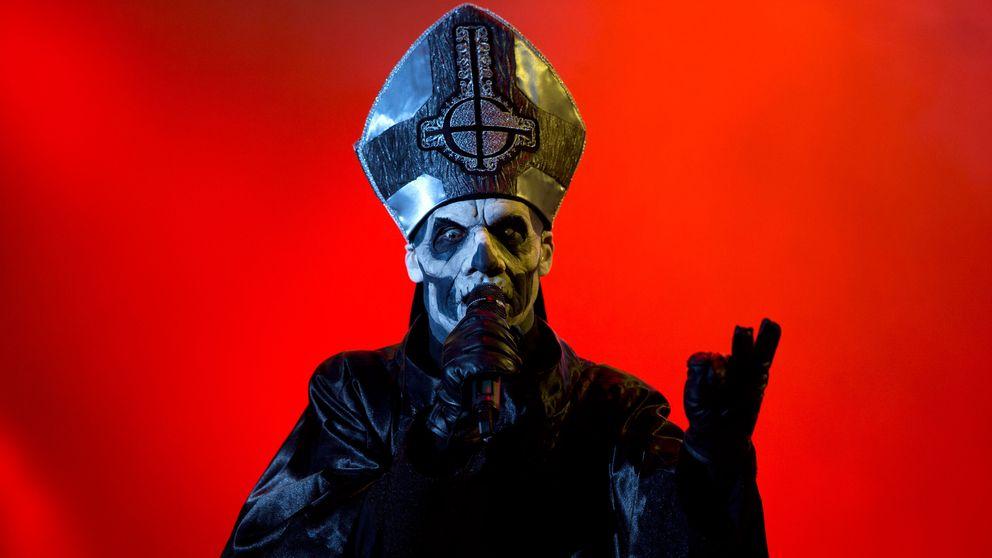 Hårdrockbandet Ghost sångare på en konsert i Rio de Janeiro 2013.