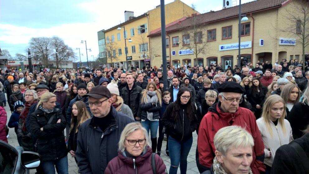 Minnesstund för offren i bussolyckan