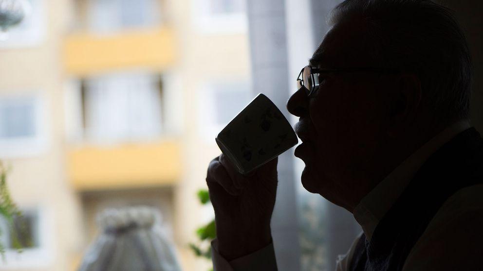 Man som dricker kaffe.