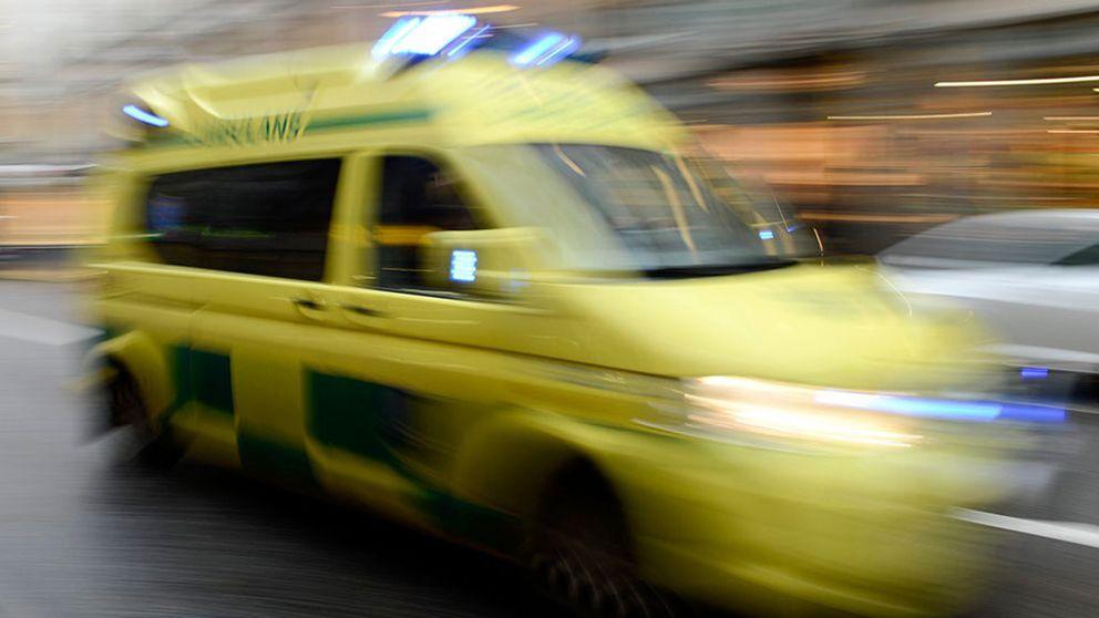 Ambulanspersonal utan skyddsutrustning