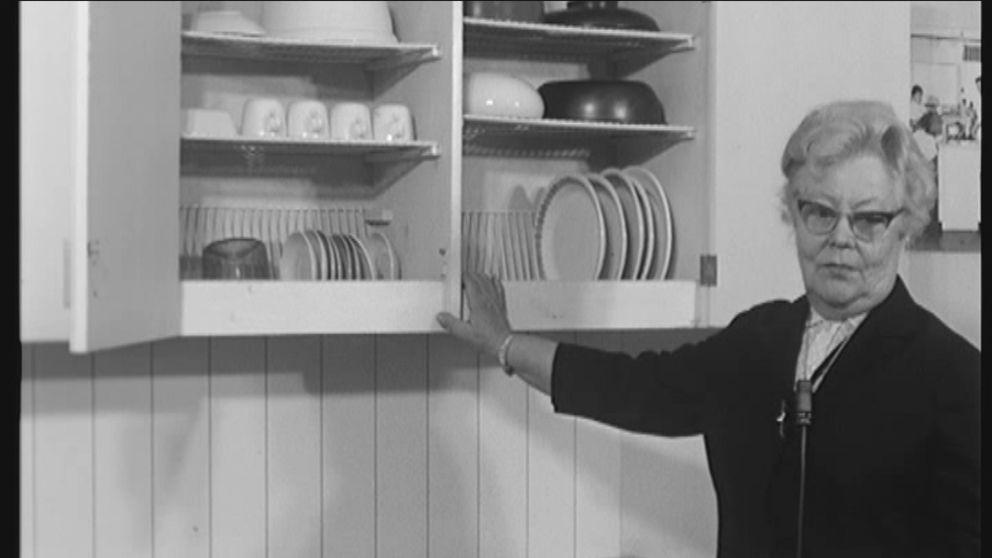 Maiju Gebhardia pidetään Suomessa astiankuivuaskaapin keksijänä.  Sama idea oli kuitenkin patentoitu Yhdysvalloissa ja Saksassa jo aikaisemmin.