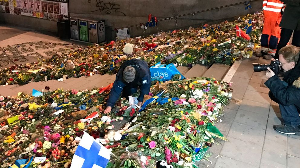 Anna Ulfstrand, från Stadsmuseet, försöker hämta saker från de olika platserna som ska tas in till museets samlingar.