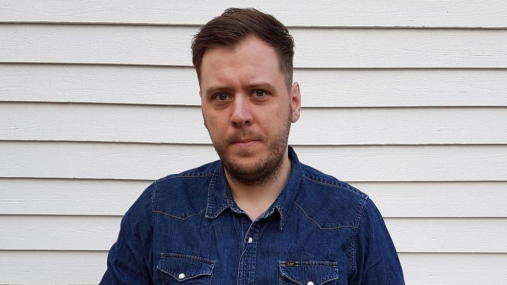 Henrik Johansson har hotats till livet upprepade gånger, och anser att polisen inte agerar tillräckligt fort på näthot.