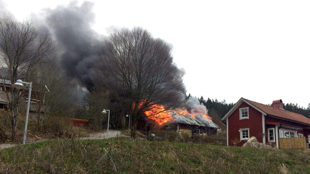 – Det var så kraftig rök att man knappt såg handen framför sig, säger Ronny Björnstad som bor intill verkstaden.
