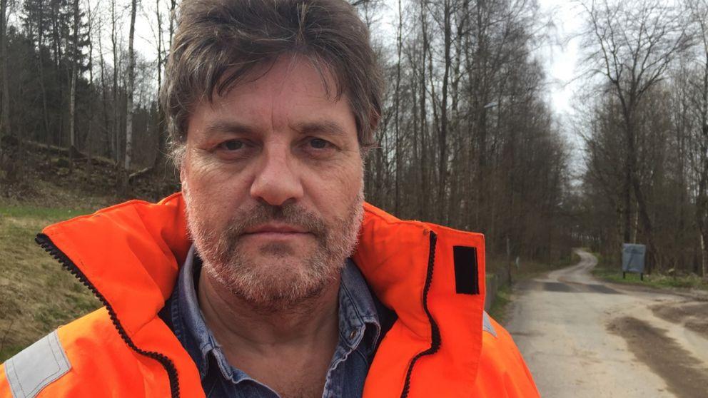 Ronny Björnstad och hans granne var oroliga att branden skulle sprida sig till deras hus.