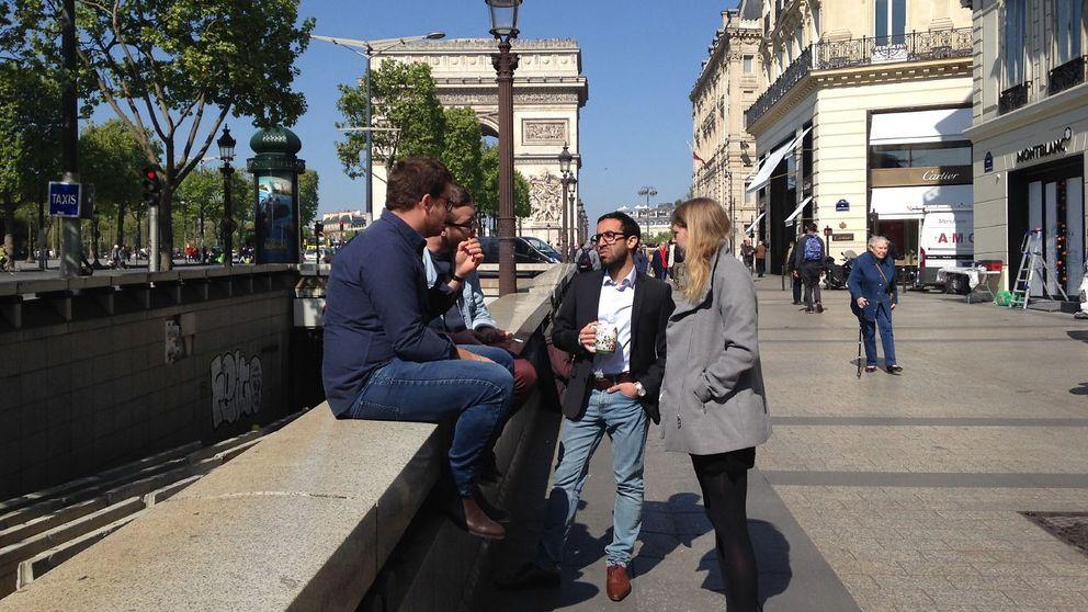 Parisbor diskuterar dagen efter attentatet på paradgatan Champs-Elysée