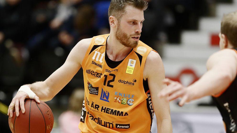 Mikael Lindqvist tillhörde planens bästa när Norrköping slog Södertälje i basketens SM-semifinal.