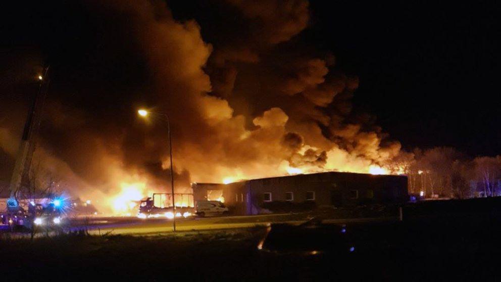 Bild på branden i Falkenberg från natten till söndagen.
