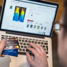 För att minska risken för kortbedrägeri bör du vara försiktig med hur du använder ditt kort. Både i fysisk och digital form.