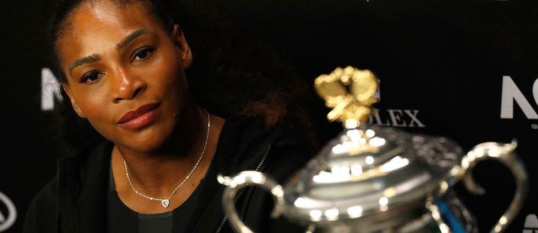Serena Williams rasar mot den rumänske före detta tennisstjärnan Ilie Nastase.