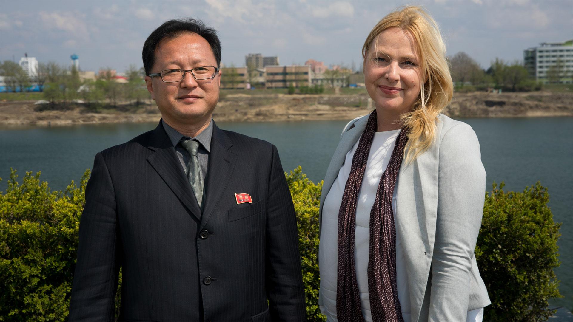 Robotar redo for parad i nordkorea