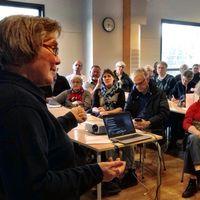 70 personer fanns på plats på mötet i Älmtamåla, norr om Holmsjö.