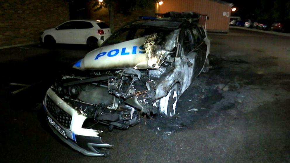 På bara ett år har reparationskostnaden för vandaliserade polisbilar fördubblats.