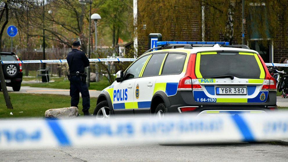 En man sköts av polis på fredagseftermiddagen i Malmö.