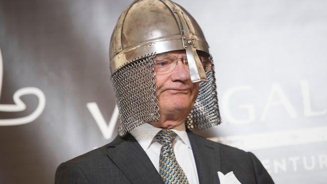 Kungen i vikingahjälm blev snackis