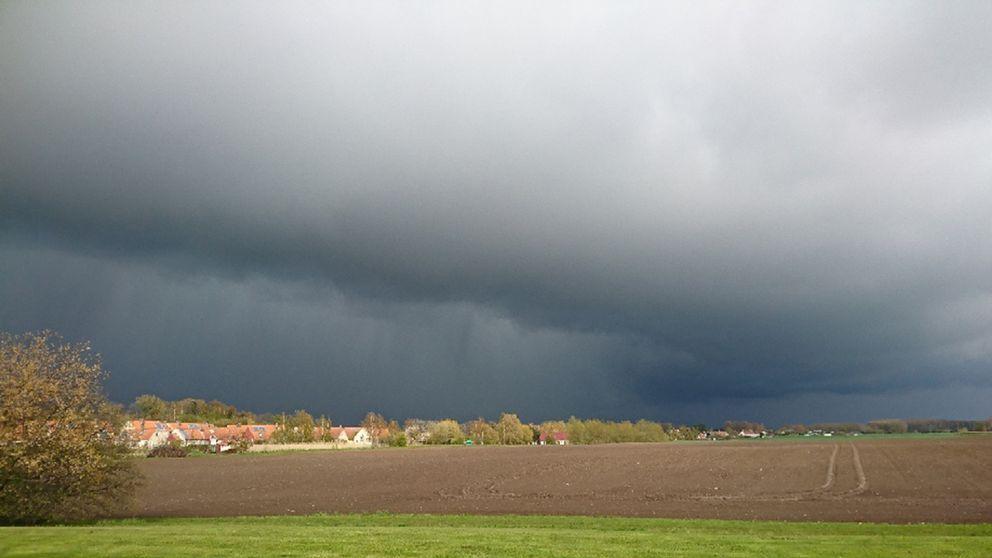 Bilden är tagen i Oxie, Malmö kl 16.45 idag 29/4. Kommer snö och hagel.