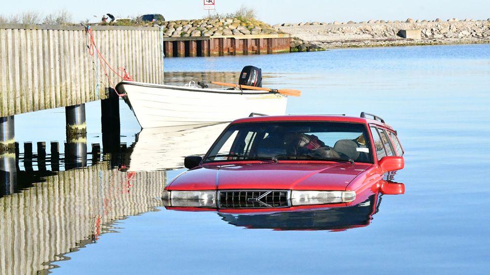 När båten sjösattes började bilen rulla.