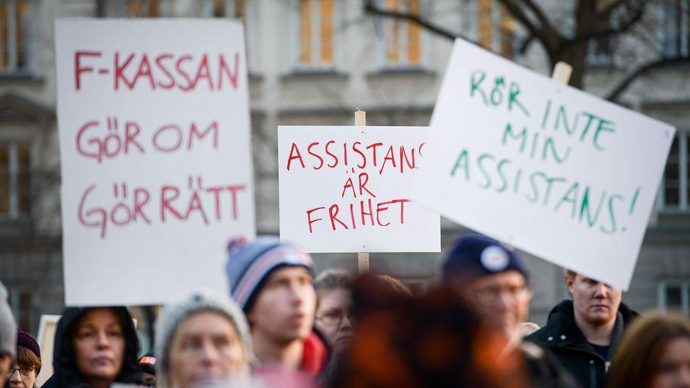 Demonstration mot inskränkningarna i assistansersättning