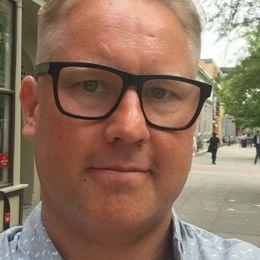 Robert Laul, före detta elitfotbollsspelare, tjänstledig sportjournalist på Aftonbladet, hemmaman i Washington.