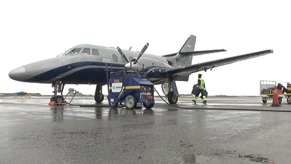 ett propellerplan tankas
