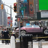 Bil körde in i folksamling i New York