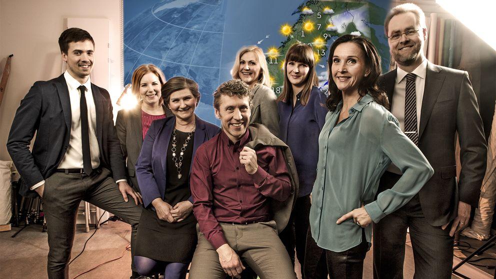 SVT:s fast anställda meteorologer 2016: Nils Holmqvist, Åsa Rasmussen, Helen Tronstad, Pererik Åberg, Deana Bajic, Jannicke Geitskaret, Pia Hultgren och Per Stenborg.