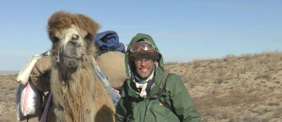Christian Bodegren vandrade över 500 mil tillsammans med kamelen Goliat.