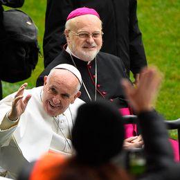 Påve Franciskus tillsammans med svenske Anders Arborelius under besöket 2016.
