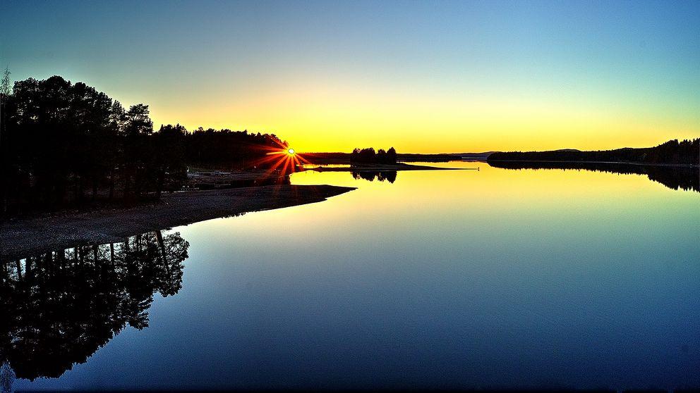 Solnedgång över Ströms Vattudal.