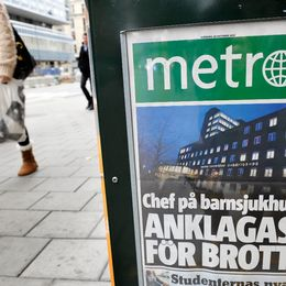 Stånd med Metrotidningar.