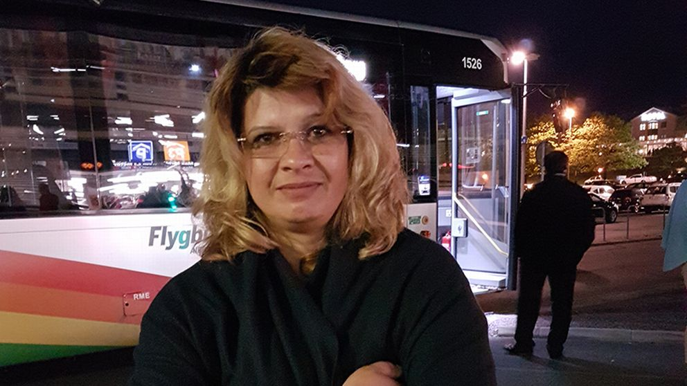 Theresa skulle flyga till budapest fick utrymma svt for Plante 21 svt