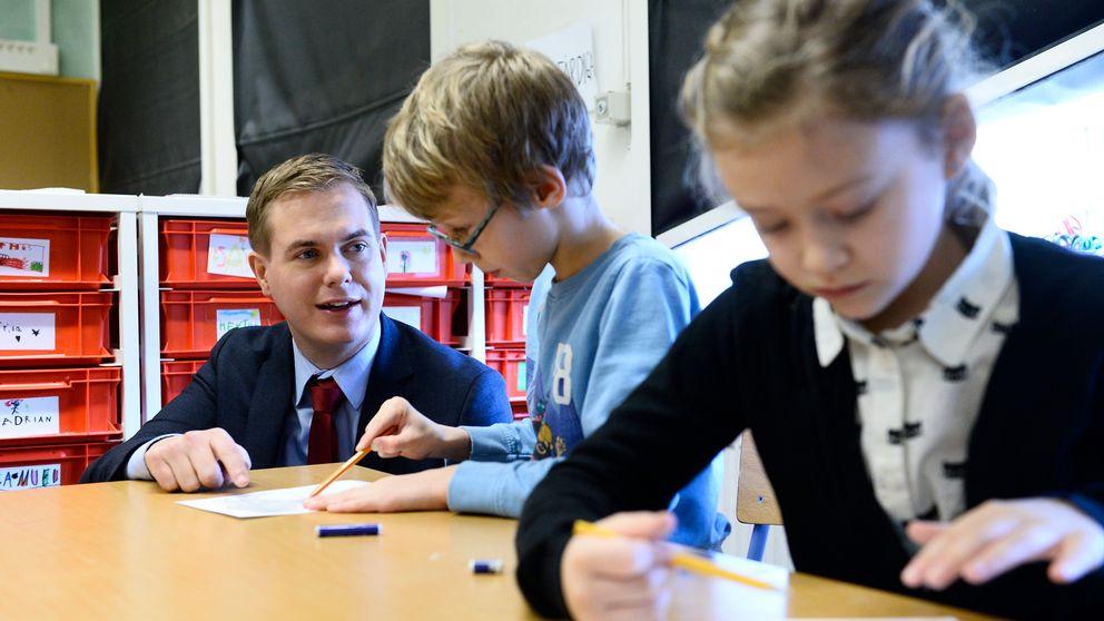 Utbildningsminister Gustav Fridolin (MP) på besök i Sofia skola i Stockholm.