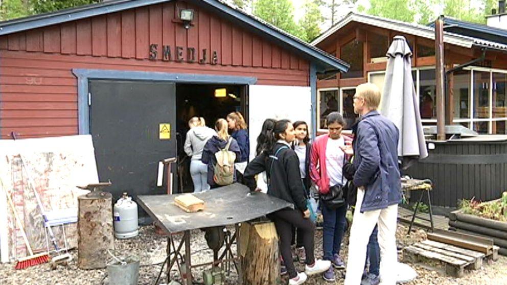 Eleverna från Vikhe Patil Memorial school i Indien är på besök i Skutskär och på Älvboda Friskola.