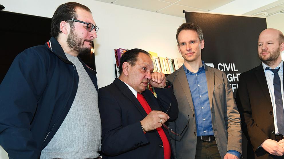 Adam Shoop, Fred Taikon ja Civil Rights Defenderin pääjuristi John Stauffer.