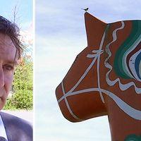 Lars Isacsson (S) , kommunalråd och en bild på dalahästen med en fågel som sitter på örat