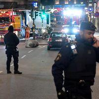 Brottsplatsen på drottninggatan är 1.100 meter och tusentals tips har kommit till polisen.