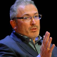 SVT:s Rysslandskorrespondent Bert Sundström intervjuar Michail Chodorkovskij via skype.