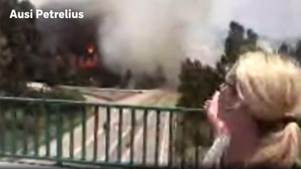 Här flyr SVT:s reporter Ausi Petrelius undan lågorna i skogsbranden i Portugal.