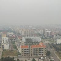 Rök drar in över Coimbra