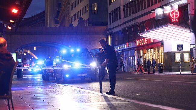 En person attackerad med kniv i centrala stockholm