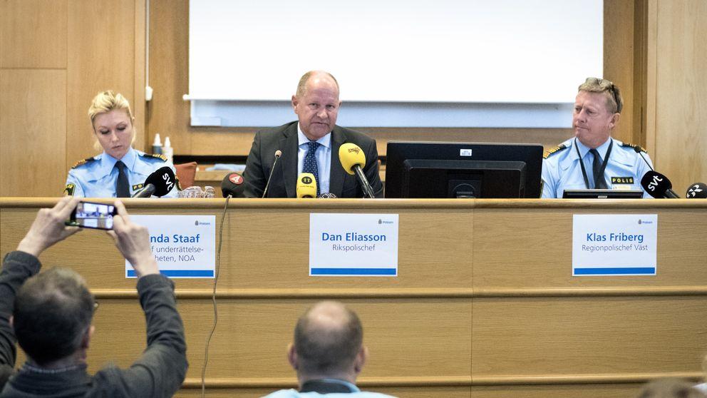 Linda Staaf, chef underrättelseenheten, NOA, rikspolischef Dan Eliasson och Klas Friberg, regionpolischef Väst,